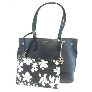 Michael Kors TRISTA LGE Drawstring Bag & Pouch
